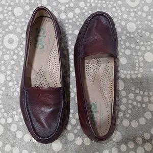 SAS Women's Tripad Burgundy Loafers Size 5.5